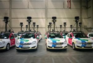 L'automobile de Google que j'ai vue avait les couleurs officielles des voitures street View commes celles de cette flotte